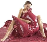 Lakované ložní prádlo (lack, vinyl): Lakovaný (vinylový) povlak na polštář (bordeaux)